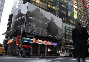 Белый дом просит снять со здания на Таймс-Сквер плакат, где Обама рекламирует плащ
