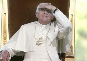 Он повел себя как капитан Costa Concordia: Итальянский священник сжег фото Бенедикта XVI