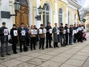 В Симферополе прошел митинг против передачи дома Дворянского собрания под пост США