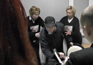 Инцидент в больнице Тимошенко: депутат Слюз заявляет об избиении