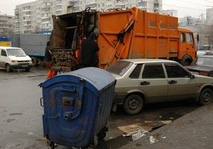 Скопившийся во дворах мусор вывезут к сегодняшнему вечеру - КГГА