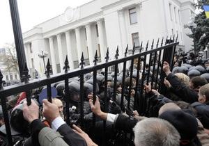 Киевская мэрия заявила, что не причастна к установке ограждения вокруг Рады