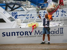 Японец переплыл Тихий океан с помощью энергии волн