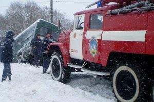 В Тернопольской области автобус с пассажирами завис над рекой