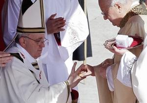 Франциску вручили символы папской власти
