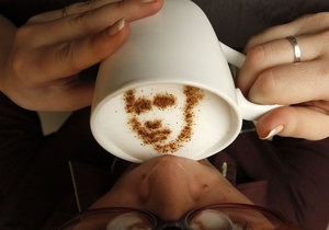Фотогалерея: Путин без сахара. В московском кафе подают латте с портретами кандидатов в президенты