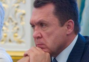 Семиноженко заверил, что отставки премьера не будет: Азаров устраивает Украину