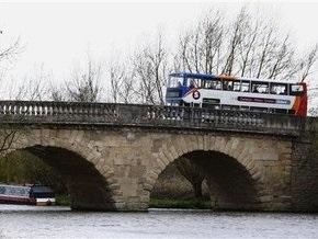 В Британии мост через Темзу ушел с молотка за миллион фунтов