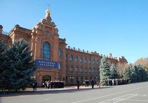 Азаров ликвидировал научный центр по разработке боевых роботов