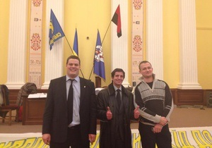 Новости Киева - Киевсовет - штурм Киевсовета - В Колонном зале Киевсовета повесили флаг УПА и Свободы, 22 человека смогут присутствовать на заседании