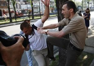 Коменданта посольства Грузии уволят за нападение на журналиста