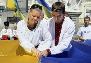 В Чернигове развернули самый большой флаг Украины