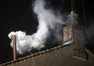 Кардиналы избрали нового понтифика. Над Сикстинской капеллой поднялся белый дым