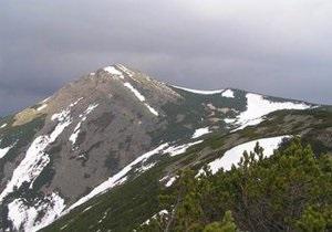 В Карпатах снежная лавина накрыла туристов: один человек погиб