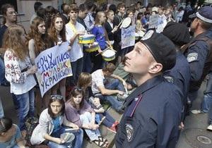 В центре Киева протестуют против гомофобии и русского языка