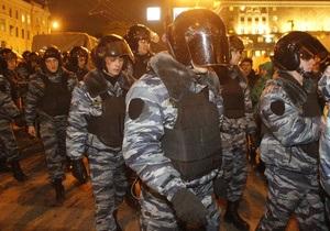 Московский ОМОН задерживает людей, отказывающихся покидать Пушкинскую площадь