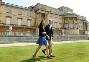 Принц Уильям и Кэтрин Миддлтон покинули Букингемский дворец на вертолете