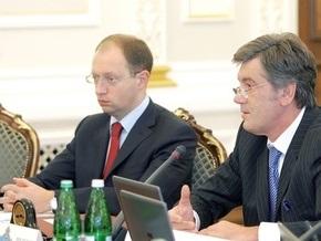 Яценюк подписал антикризисный закон