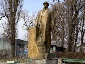 В Сумах неизвестные разрушили 6-метровый памятник Ленину