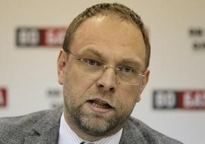 Власенко заявил, что власти Украины должны немедленно освободить Тимошенко
