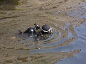 Мусор со дна Днепра в Киеве уберут водолазы