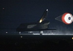Endeavour приземлился на космодроме во Флориде