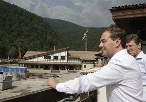 Медведев прервал отпуск из-за пожаров