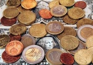 Гривна на межбанке подешевела и к евро, и к доллару