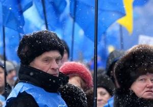 Здание ВАСУ пикетируют сторонники Януковича и Тимошенко