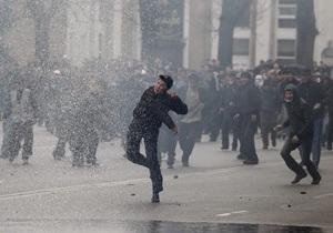На окраине Бишкека возобновились столкновения милиции и захватчиков земли