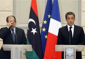 Французские СМИ: В обмен на помощь повстанцам Париж получит 35% нефтяных контрактов в Ливии