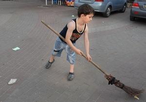 Сегодня киевлян приглашают убирать улицы от мусора