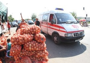 Из-за стихийной торговли на Троещине автомобили скорой опаздывают на вызовы - СМИ