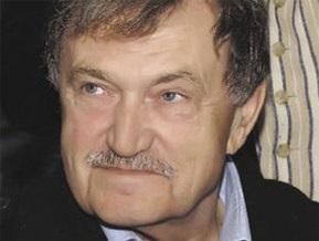 Писатель Василий Аксенов находится в реанимации