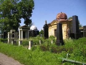Волонтеры из ЕС упорядочат в Черновцах историческое еврейское кладбище