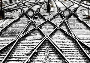 В Харьковской области поезд насмерть сбил девушку, которая переходила пути в наушниках