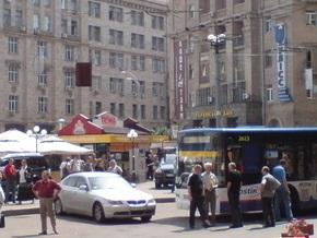 Водителя Lexus, парализовавшего движение транспорта в центре Киева, оштрафуют на 255 грн