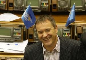 Ъ: Колесниченко подготовил альтернативные поправки в языковой закон