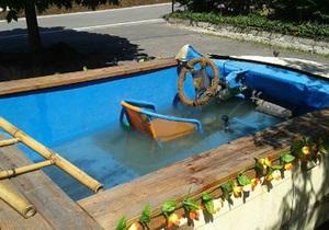 Новости Германии - странные новости: В Германии полиция арестовала компанию в машине-бассейне
