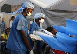 На Гаити спасатели обнаружили живым мужчину, пролежавшего под завалами около месяца
