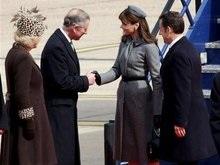 Супруга Саркози изучала этикет перед визитом в Британию