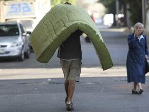 Израильтянка выбросила на помойку матрас с миллионом долларов