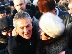 Черновецкий разыграет в лотерею право обнять и поцеловать себя