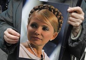 Сторонники оппозиции проводят в центре Киева шествие за освобождение Тимошенко