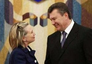 Le Figaro: Клинтон соблазняет Украину местом в НАТО