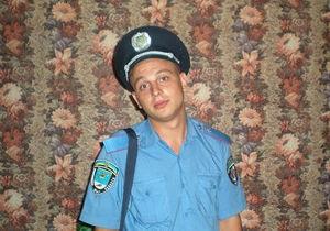 После избиения студента николаевский милиционер пил, крушил мопед и душил человека - очевидец