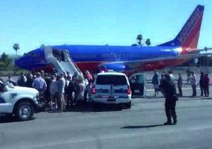 В США пассажирский самолет посадили под конвоем истребителей из-за угрозы взрыва