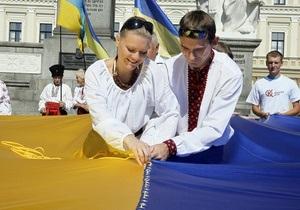 Янукович: Сине-желтый флаг делает нас сильными