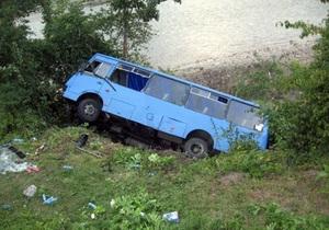 В Закарпатской области перевернулся автобус c 32 пассажирами