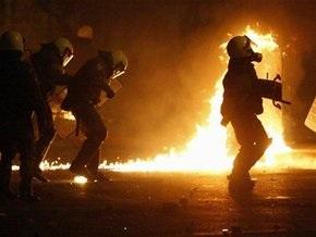 За ночь анархисты подожгли шесть полицейских машин в Афинах